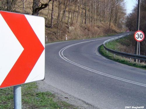 ...niebezpieczny zakręt ... #droga