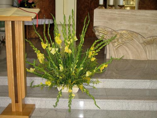 #kwiaty #bukiety #kościół #mieczyki #gladiole