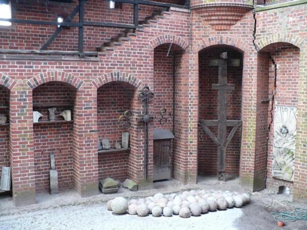 Mur obronny i kulki ;-) #Mur #KamienneKule #Malbork