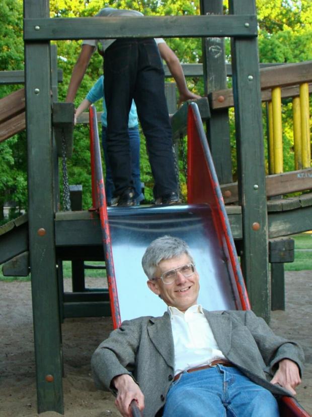 Na placu zabaw w parku im. Jana Kochanowskiego