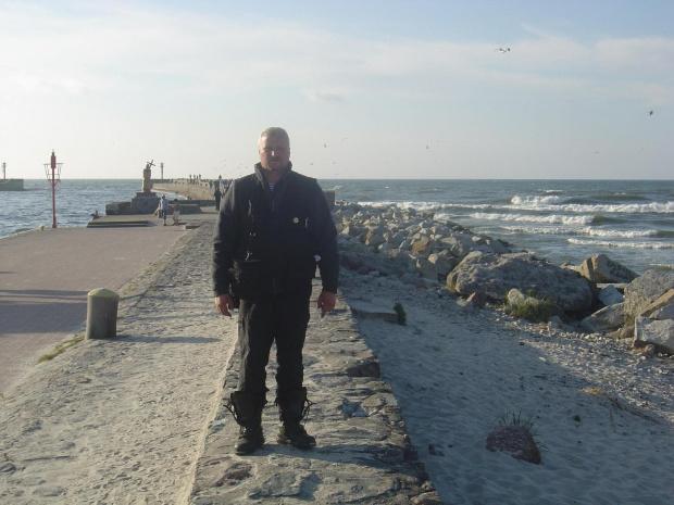 WojtekW na falochronie w Ustce. #rajd #morze #bałtyk #wsk #sport #m21w2 #W2B #SO1 #świdnik #PredomDezamet #romet #simson #suzuki #yamaha #honda #kawasaki