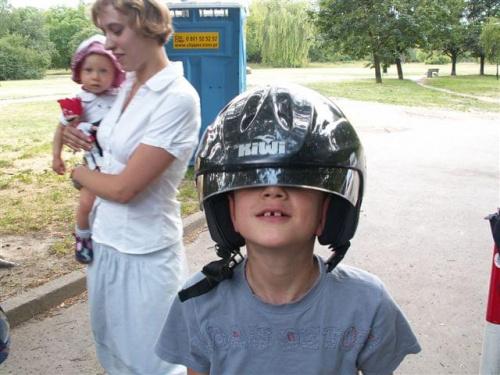 Maksiuta na początku przymierzył kask :)