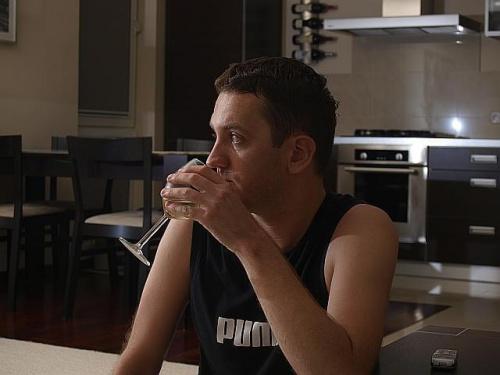 Mirek #Mirek #facet #mężczyzna #pokój #szklanka #pije #boy #man #Olympus