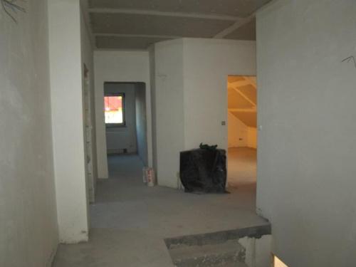 korytarz na górze... widok z wejścia do pomieszczenia nad garażem