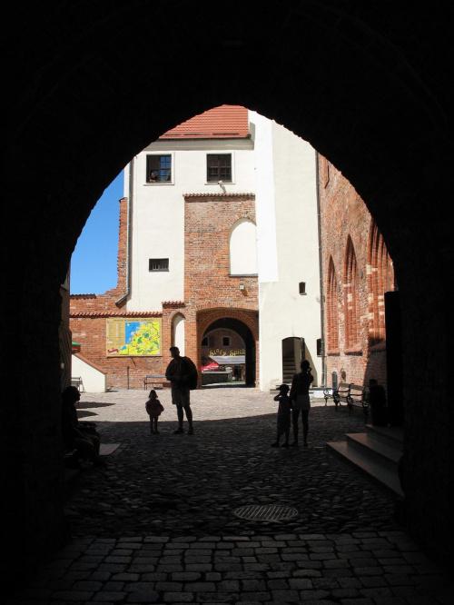 w bramie zamku #zamek #Darłowo #zwiedzanie