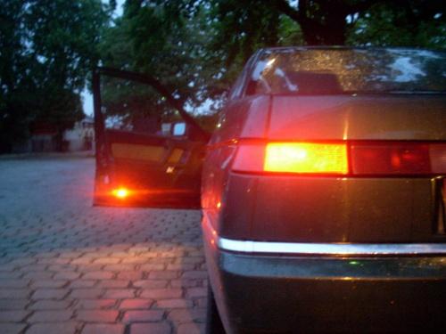 Wieczorne oczekiwanie #samochód #AlfaRomeo #Alfa164