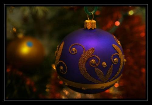 Wszystkiego co dobre i pachnie świętami, skrzypiącego śniegu pod butami, smacznej kolacji w wigilijnym mroku, szampańskiego sylwestra i szczęśliwego Nowego Roku. Tego Wam Kochani Życzę z całego serca. Jurek