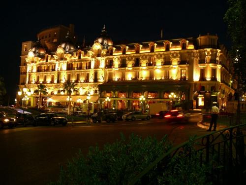 Hotel de Paris nocą - niesamowity jest #MonacoIMonteCarlo