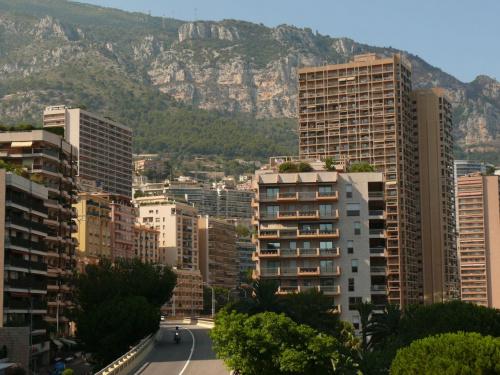 Wjeżdżamy między wieżowce współczesnego Monako #MonacoIMonteCarlo