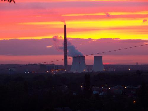Elektrownia Jaworzno III w zbliżeniu. #krajobraz #kominy #zachód #jaworzno