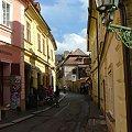 Jedna z wilu bajkowych uliczek w Kutnej Horze #KutnaHora #miasto #miasteczko #Czechy #bajak #ulica #uliczka #spacer